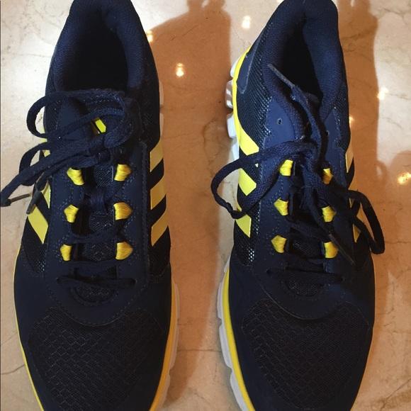 le adidas mens scarpe come nuova 95 poshmark
